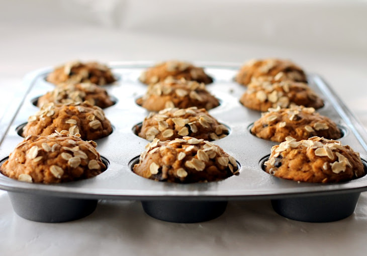Low-fat Pumpkin Oatmeal Chocolate Chip Muffins Recipe | Yummly