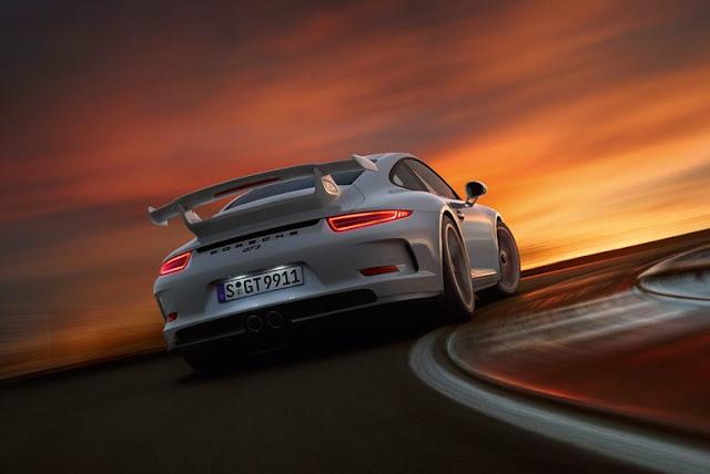 Porsche 911 GT3 sunset