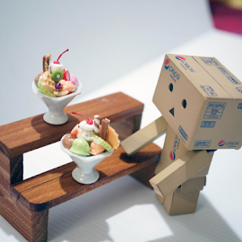 Have a sundae with me by Alice Chia - Artistic Objects Toys (  )