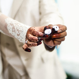 Couple Ring by Mohd Izwan - Wedding Details ( ring, wedding ring, details, wedding, the ring shot, asian wedding, Wedding, Weddings, Marriage )