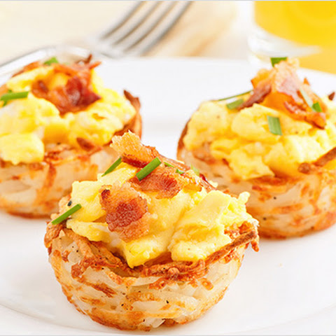 Scrambled Eggs in Hash Brown Nests