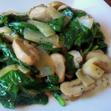 Creamed spinach with mushrooms and onions