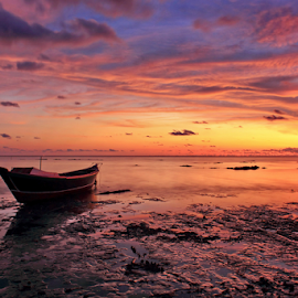 Berthing In Yours by Rifki Muslim - Landscapes Sunsets & Sunrises ( water, red, sunset, southborneo, beach )