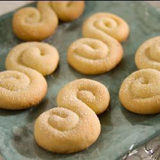 Koulourakia (Greek Butter Biscuits)