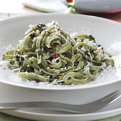 Spicy Spinach Linguine with Olive Oil and Garlic