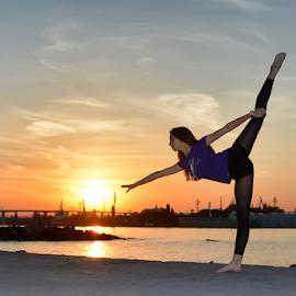 by Ivelin Zhelyazkov - Sports & Fitness Other Sports ( балет, natural light, момиче, ballerina, photo, portrait, танц, дневна светлина, жена, girl, палци, sunset, плаж, woman, балерина, залез, портрет, ballet, dance )
