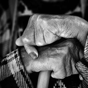 Vidas by Cristina Mestre - People Body Parts ( vida, pessoas, mãos )