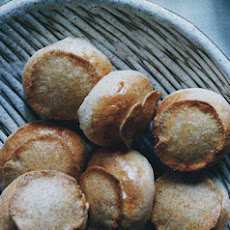 Rye Dinner Rolls with Crisp Tops