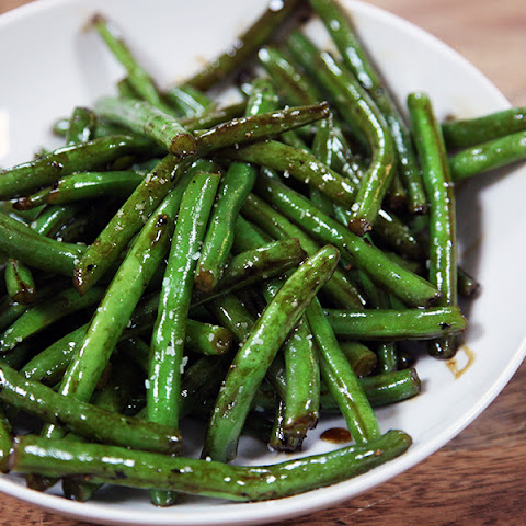 Pomegranate Citrus Glazed Green Beans