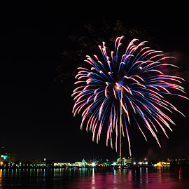 Baton Rouge 4th of July Fireworks by Sheldon Anderson - News & Events Entertainment ( water, baton rouge, fireworks, 4th of july, night )
