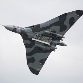 The Mighty Vulcan by Joe Henighan - Transportation Airplanes