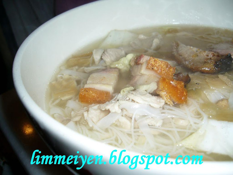Beehoon and horfun with roast pork restoran hainan for Kitchen set restoran
