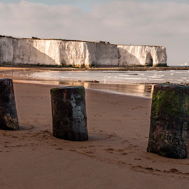 Kingsgate by Darrell Evans - Landscapes Beaches ( water, chalk, sand, uk, bay, kent, cliff, sea, ocean, kingsgate )