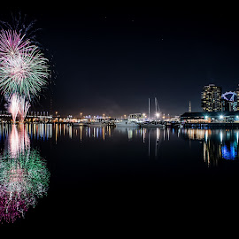 Docklands fireworks  by Zubair Aslam - Abstract Fire & Fireworks ( melbourne, firework, fireworks, night, docklands, city )