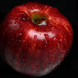 Shiny apple.. by Rakesh Syal - Food & Drink Fruits & Vegetables