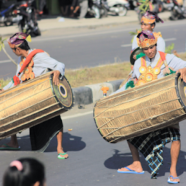 Gendang Beleq by Pi NnZz - People Musicians & Entertainers