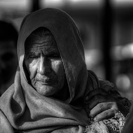 Consternation - II by Inayat Shah - People Street & Candids ( pakistan, ethnic, market, black and white, old woman )