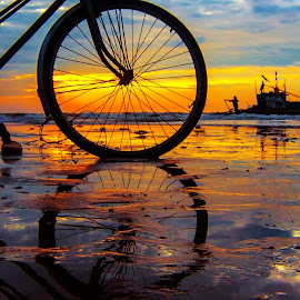 Bike at the seaside by Amateur Pic - Transportation Bicycles ( dotuan, bike, vietnam, seaside, seascape, sunrise, amateurpic )
