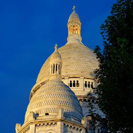 Blue hour by La Basilique du Sacré Cœur de Montmartre by Claus Dahm - Buildings & Architecture Places of Worship ( sacré cœur de montmartre, paris, church, blue hour, france, basilica )