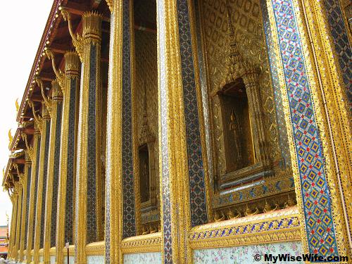 Details on the wall and pillars of Wat Phra Keaw