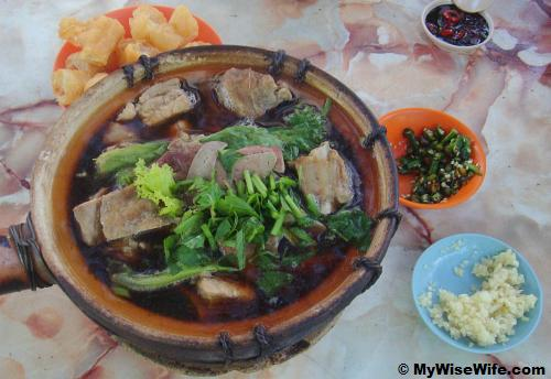 A big pot of Bak Kut Teh