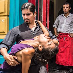 Buenos Aires.Barrio de la Boca. by Javier De La Torre - People Street & Candids