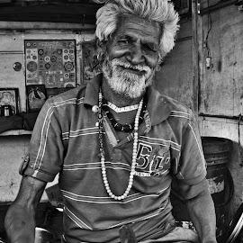 Chai wallah by Derek Mair - People Street & Candids ( steerffod, bikaner, rajasthan, india, chai )