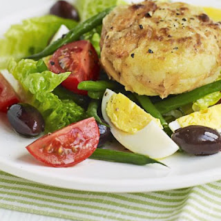 Tuna fish cake Niçoise salad