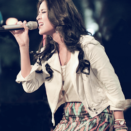 Raisa on stage by Lody Grapics - People Musicians & Entertainers