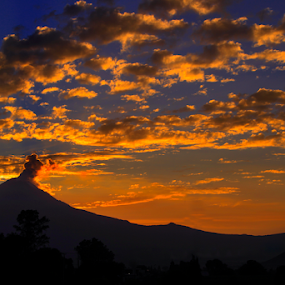 Popo and clouds by Cristobal Garciaferro Rubio - Landscapes Sunsets & Sunrises