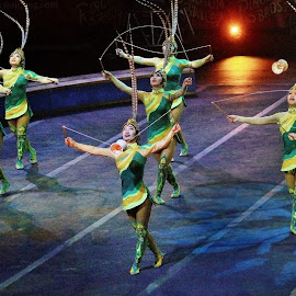 Chinese Acrobats With Props by Stephen Beatty - News & Events Entertainment (  )