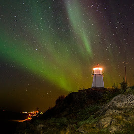 the Lighthouse by Rune Nilssen - Buildings & Architecture Statues & Monuments ( k3, fyr, lykt, aurora borealis, lighthouse, pentax, night, nordland, licht, norway, lodingen,  )