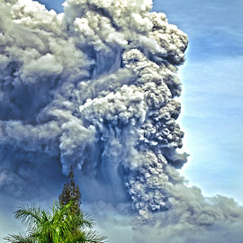 Booms by Kriswanto Ginting's - News & Events Disasters ( volcano, indonesia, eruption, sinabung,  )