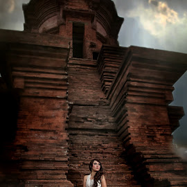 Juzhin at Jabung Temple by Jhon Welly - People Fashion