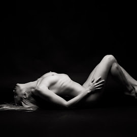 Katy -  studio nude by Barrie Spence - Nudes & Boudoir Artistic Nude ( studio, art nude, blonde, monochome, nude, b&w, blonde hair, black and white, studio nude )
