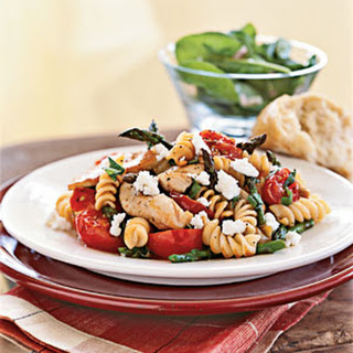Rotini with Chicken, Asparagus, and Tomatoes