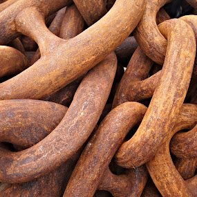 Rusty chain by Anita Berghoef - Artistic Objects Industrial Objects ( abstract, chain, rusty, rust, close up, curves, shapes,  )