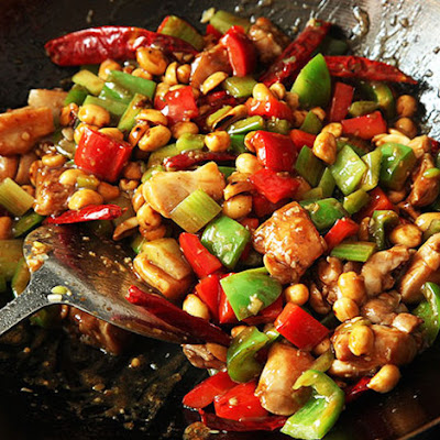 Takeout-Style Kung Pao Chicken (Diced Chicken With Peppers and Peanuts)