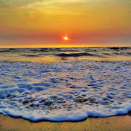 Sun Set by Syam Kumar - Landscapes Sunsets & Sunrises ( sunset, beautiful, beach, sun, azhikkode )