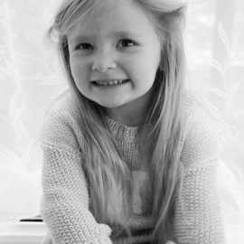 Bella by Rachel Ward - Babies & Children Child Portraits (  )