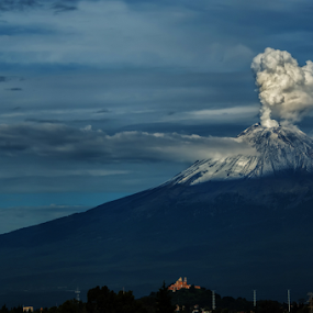 Smoking in the morning by Cristobal Garciaferro Rubio - Landscapes Mountains & Hills ( iced volcano, popo, mexico, puebla, popocatepetl, smoking volcano )