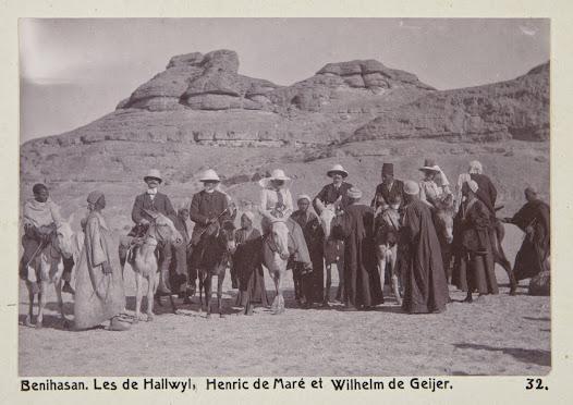 På åsnorna, från vänster: Wilhelm von Geijer, Walther och Wilhelmina von Hallwyl, Henric de Maré, troligen en guide och sällskapsdamen Ida Uhse. Irma von Geijer och Ellen de Maré (födda von Hallwyl) saknas på bilden.