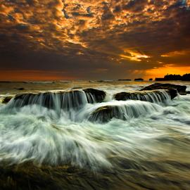 Wajah Ombak by Choky Ochtavian Watulingas - Landscapes Waterscapes ( clouds, sunset, wave, seascape, csv, motion, ombak )