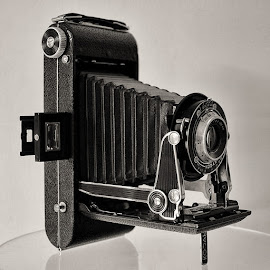 Kodak Senior by Raymond Pauly - Artistic Objects Antiques ( vintage, camera, artistic, collectible, kodak, museum, antique, senior )