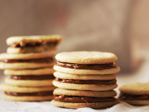 Alfajores (Dulce de Leche Sandwich Cookies)