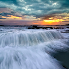 overflow II by Raung Binaia - Landscapes Waterscapes