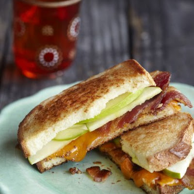 Grilled Apple, Bacon, and Cheddar Sandwiches