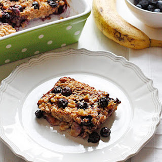 Baked Oatmeal with Blueberries and Bananas