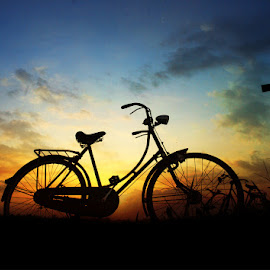 pit jowo wedok by Indra Prihantoro - People Street & Candids ( sunset, sunrise, people, bicycle )
