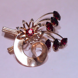 Pretty Pin with Stones by Darlene Pavek - Artistic Objects Jewelry ( pin, garnet, gold, object, artistic, jewelry )